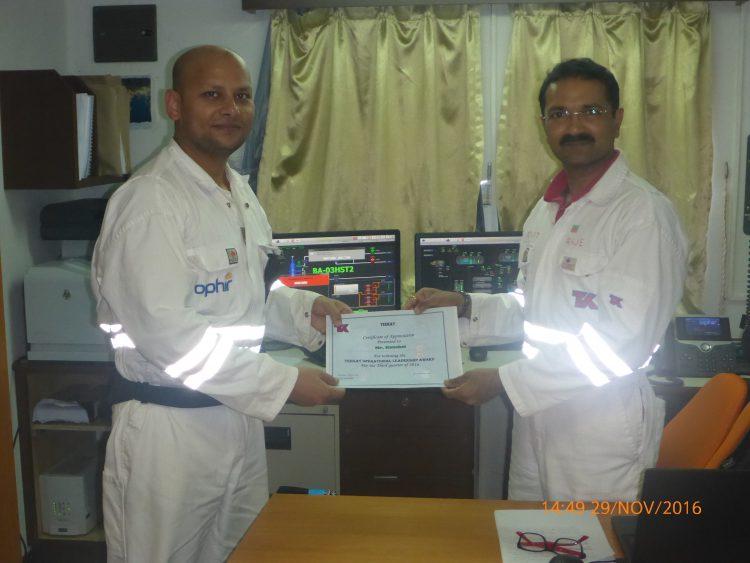 Kaushal Kishore receiving his award
